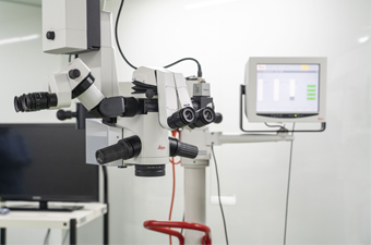 Leica社 M822 F20(眼科手術用顕微鏡)